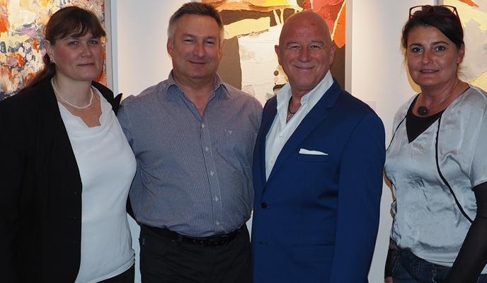 Susanne und Andreas Stegbauer, Alexander Goebel und Andrea Topitz-Kronister lächeln in die Kamera