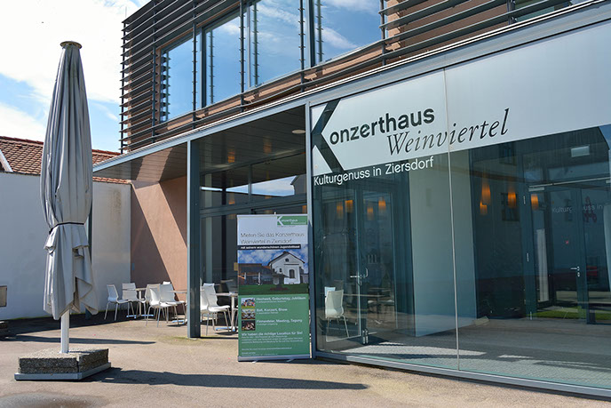 Eingangsbereich - Windfang Konzerthaus Weinviertel