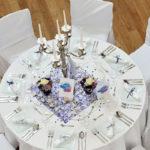 gedeckter Tisch mit Kerzenleuchter