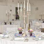 gedeckte Tische mit Kerzenleuchter